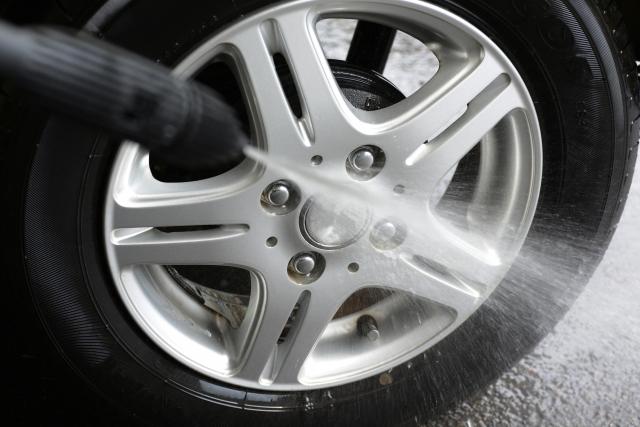 車のタイヤ交換はいつすればいい?タイヤ交換の目安とタイヤの寿命