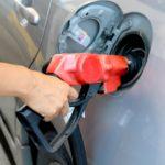 ガソリンと軽油の給油間違いをしてしまったら?症状と対処方法・修理代の費用